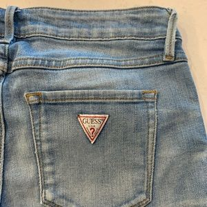 GUESS Crop mid jeans light wash